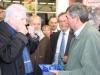 Le Président Madrelle remet son trophée à Francis Trejaut