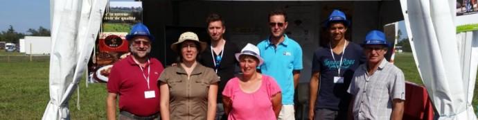 l-equipe-au-stand-du-geg-06-09-2014-terres-de-jim